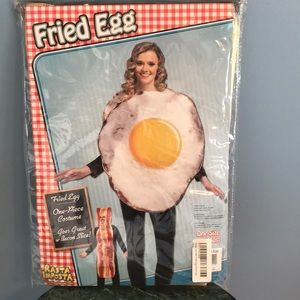 Accessories - NWT Fried Egg Adult Costume 🚭
